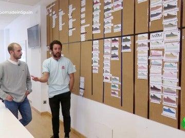 """El éxito de unos jóvenes españoles que crearon una empresa de zapatillas con 18.000 euros: """"Gusta que el producto sea nacional"""""""