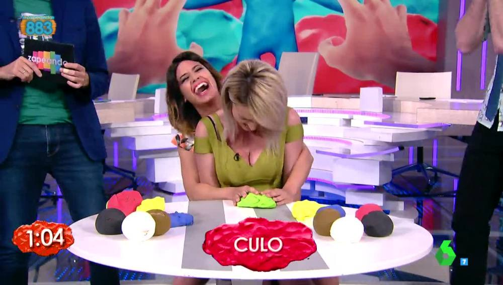 Anna Simon y Ares Teixidó en el juego de la plastilina de Zapenado