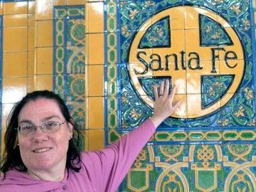 Carol en la estación de tren de Santa Fe