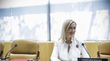 La presidenta regional, Cristina Cifuentes, al inicio de su comparecencia en la comisión de investigación por corrupción de la Asamblea de Madrid