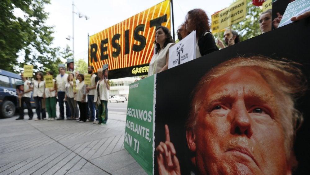 Manifestación contra la salida de EEUU del Acuerdo de París