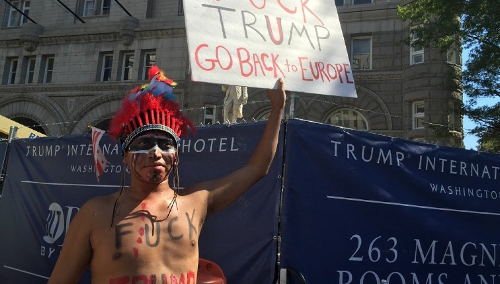 Cientos de personas marchan en EE.UU. para pedir una investigación contra Trump
