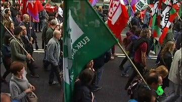 Unos 500 trabajadores sanitarios denuncian la privatización de la sanidad vasca