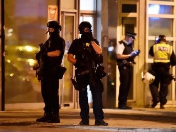 Policías en las inmediaciones del Puente de Londres