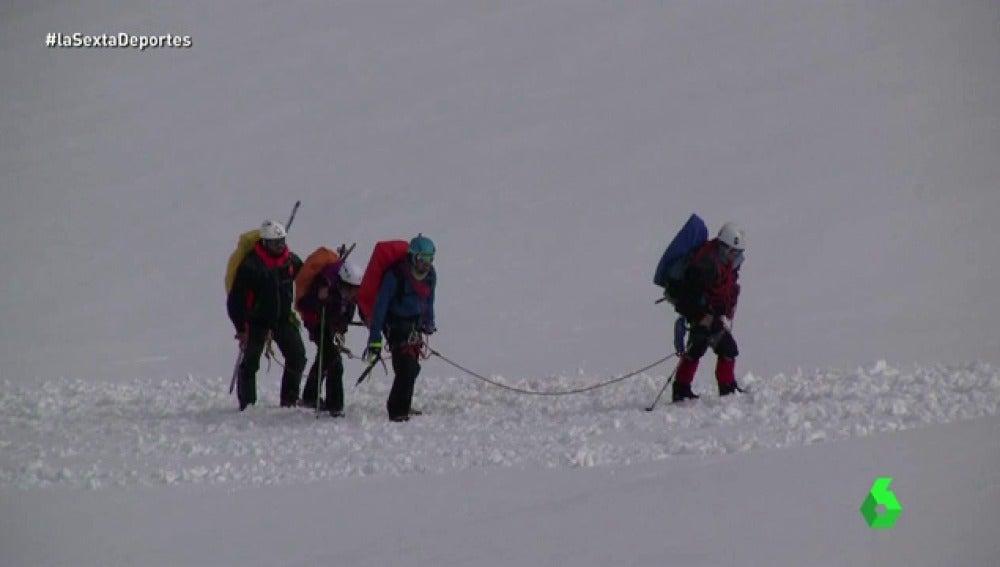 Frame 46.789355 de: cinco alpinistas ciegos