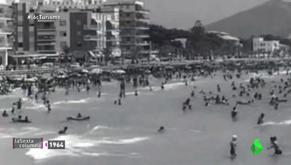 Frame 71.562857 de: De pueblo pesquero a meca de las vacaciones: así ha dividido el turismo a los habitantes de Benidorm