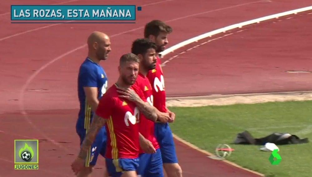 Frame 4.239617 de: Piqué, arropado por Sergio Ramos en el entrenamiento de la selección española