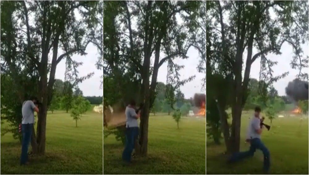 El peligroso experimento de disparar a una nevera llena de explosivos