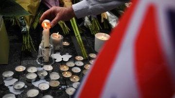 Vigilia en el Puente de Londres por los fallecidos en los atentados