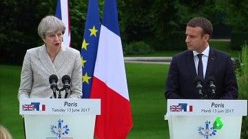 Theresa May con Emmanuel Macron