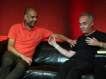 Guardiola escucha a Ferran Adrià