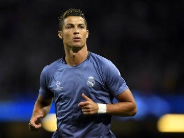 Cristiano Ronaldo realiza el calentamiento con el Real Madrid