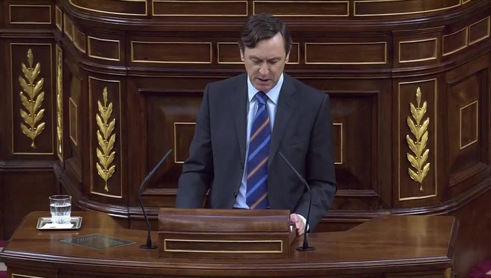 Rafael Hernando durante su intervención en el debate sobre la moción de censura contra Mariano Rajoy