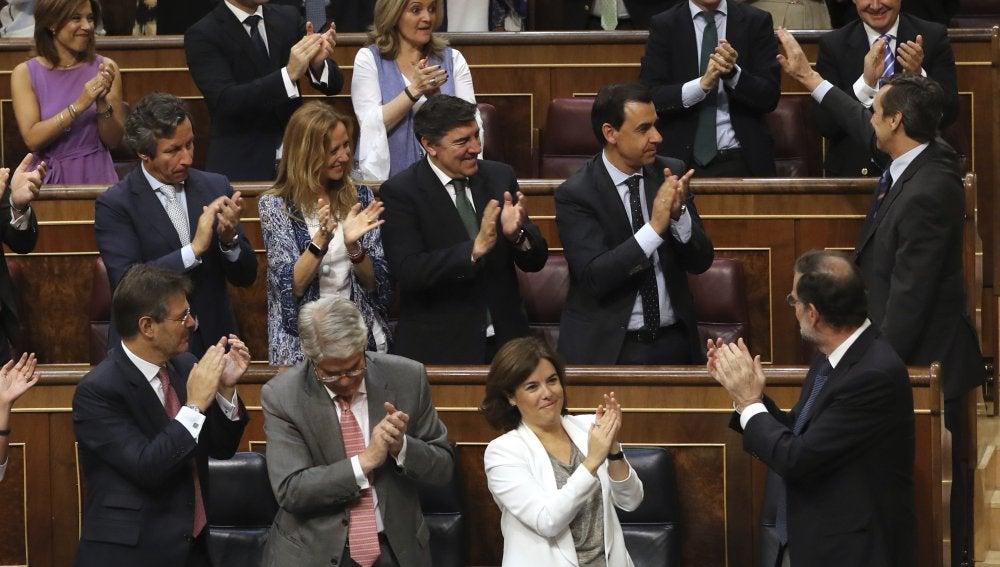 El presidente del Gobierno, Mariano Rajoy, sus ministros y los diputados del PP
