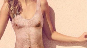 Bañador que simula un torso masculino
