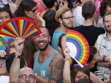Multitud de personas celebrando el Orgullo