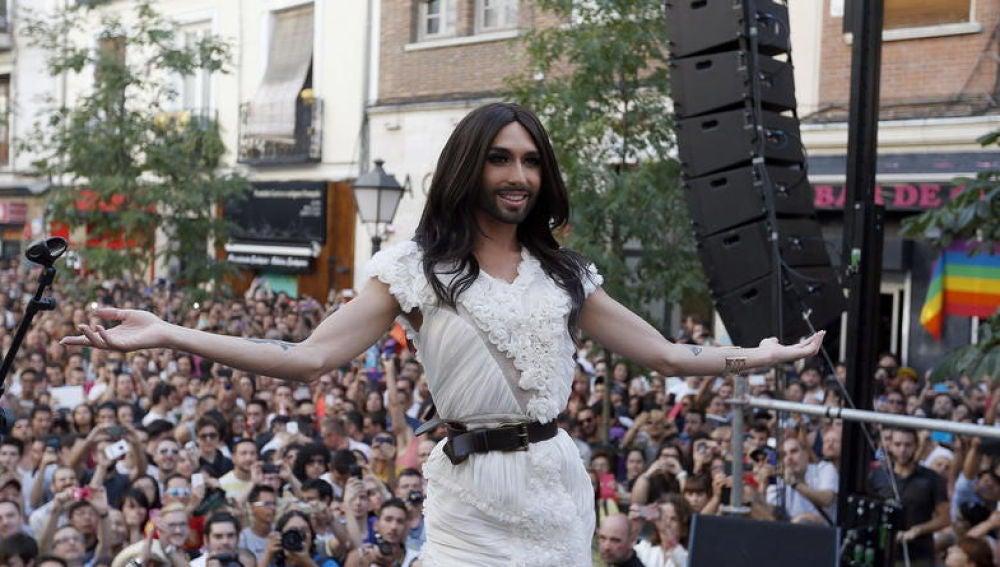 Conchita Wurst en la Plaza Pedro Zerolo