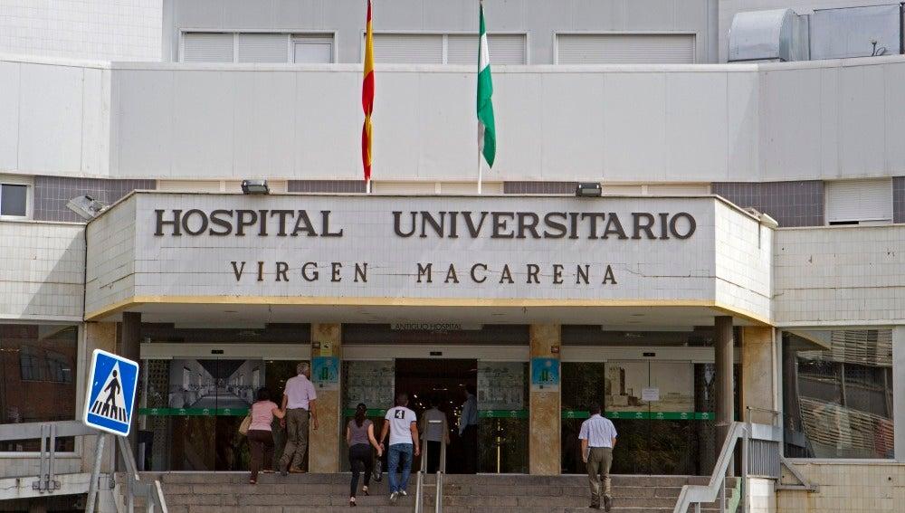 Acceso principal del Hospital Universitario Virgen Macarena de Sevilla