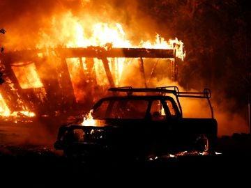 ¿Cómo actuar ante un incendio si te sorprende en el coche?