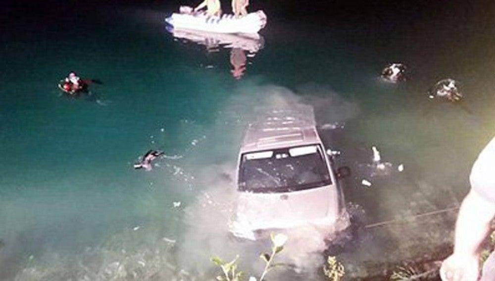 Una pareja muere ahogada después de que su coche cayera a un lago mientras mantenían relaciones sexuales