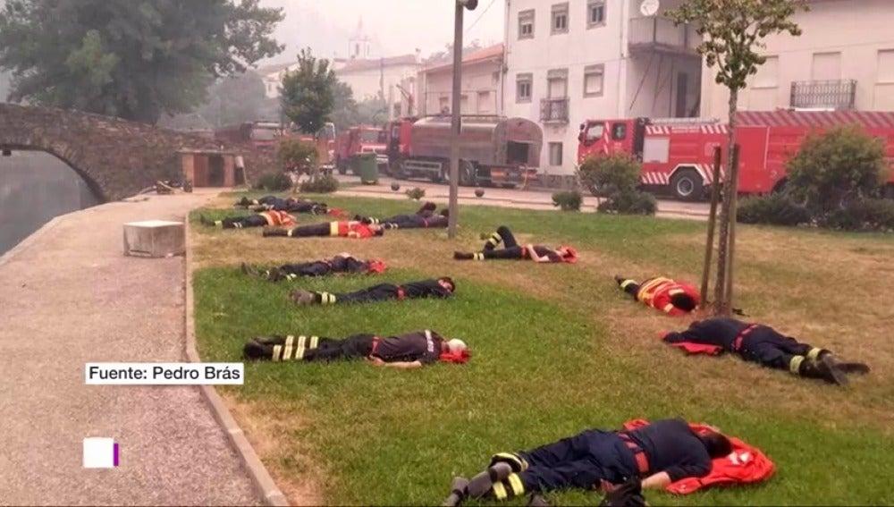 La imagen viral de los bomberos de Portugal