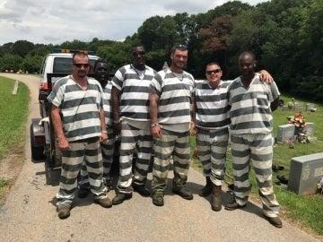 El grupo de presos que ayudó al agente