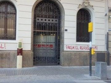 Atacan la sede del PSC en Lleida con pintadas