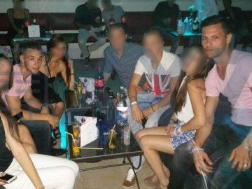 'El Cuco' y Samuel Benítez posan juntos a sus nuevos amigos en Francia