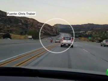 La policía californiana busca al motorista que originó un accidente en cadena