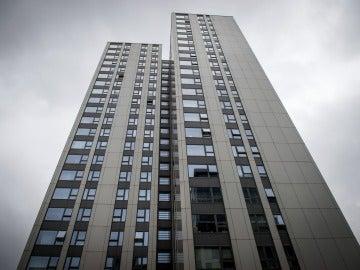 Una de las torres de apartamentos en Londres evacuadas por no cumplir las medidas contra indencios