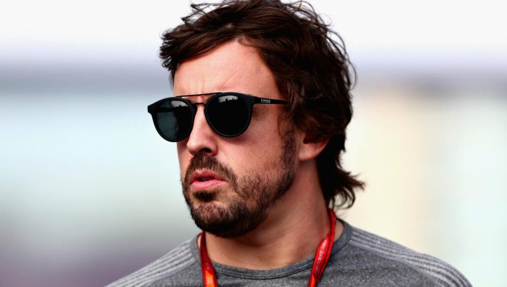 Fernando Alonso, en el paddock de Azerbaiyán