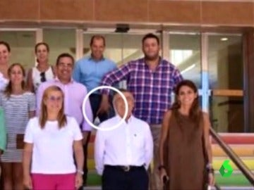 Polémico gesto de un edil de Fuengirola