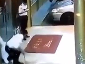 Mata accidentalmente a su compañero de un disparo