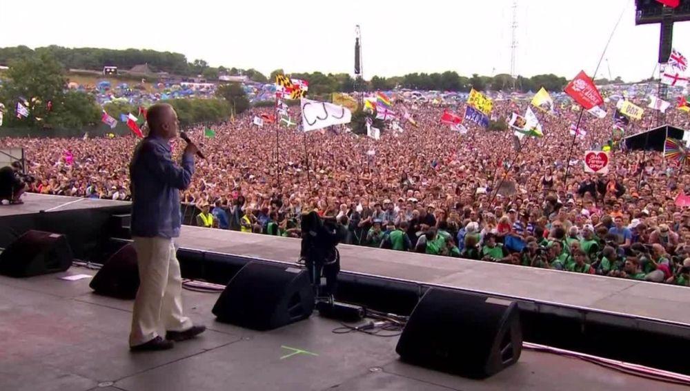 Jeremy Corbyn a punto de hablar en el Festival de Glanstonbury.