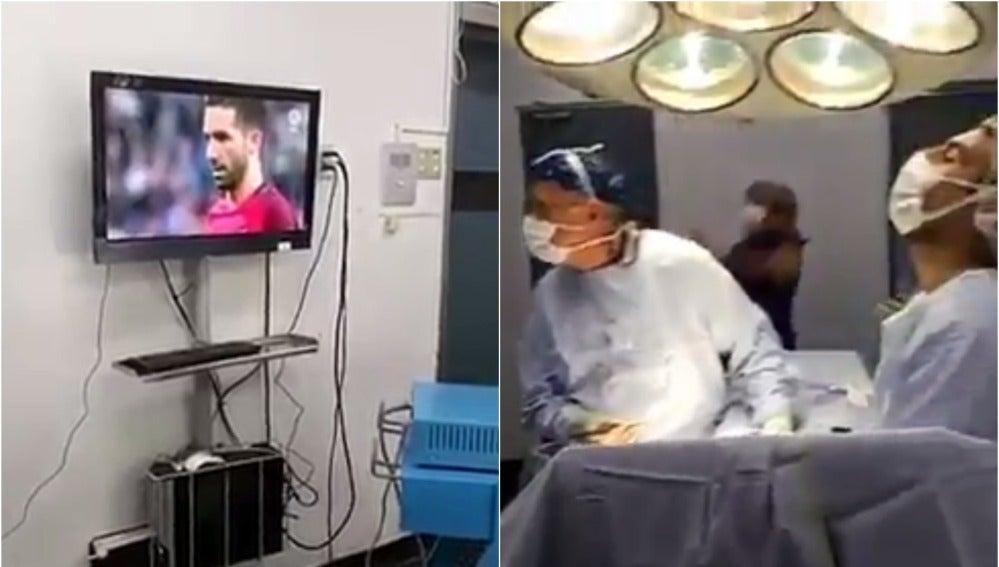 Cirujanos pendientes de los penaltis en plena operación