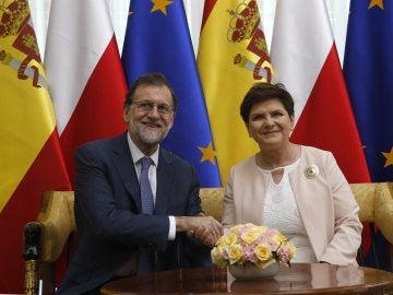 El presidente del Gobierno español, Mariano Rajoy, y a la primera ministra polaca, Beata Szydlo