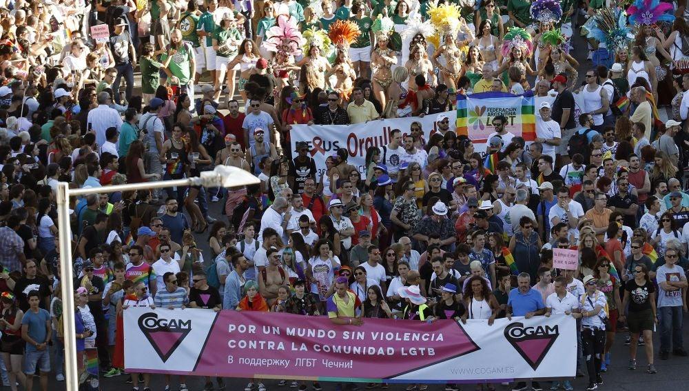 """Miles de personas recorren esta tarde las calles de Madrid durante la manifestación del Orgullo Gay 2017 con el lema """"Por los derechos LGTBI en todo el mundo"""""""