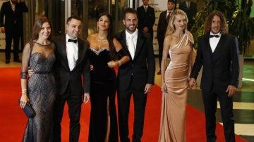 Xavi, Cesc y Puyol, con sus parejas