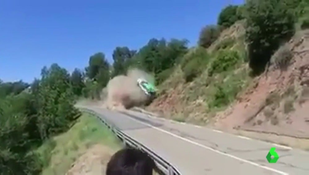 Brutal accidente de Albert Orriols con su Skoda Fabia R5 en el Rally de Osona