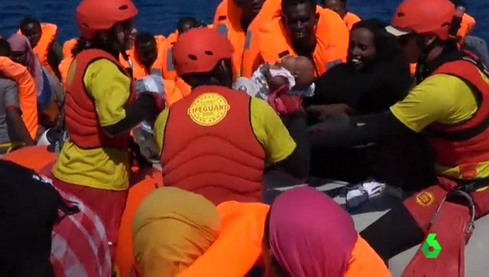 Italia amenaza con el bloqueo de sus puertos para la acogida de refugiados