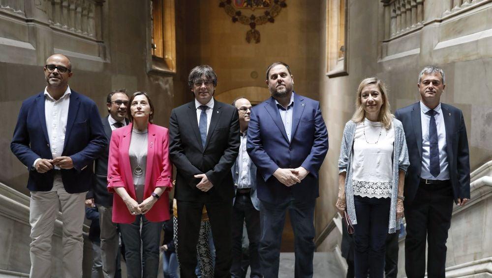 El president de la Generalitat junto a los miembros de su gobierno