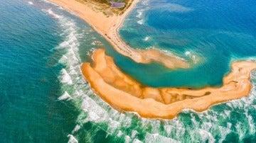 La isla que ha emergido frente a la costa de Buxton, en Carolina del Norte, EEUU