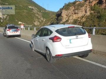 Imagen del coche tras ser detenido por los Mossos d' Esquadra