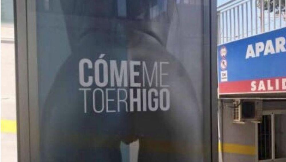"""""""Cómeme toerhigo"""", la sexista y misteriosa campaña publicitaria que indigna a Málaga"""