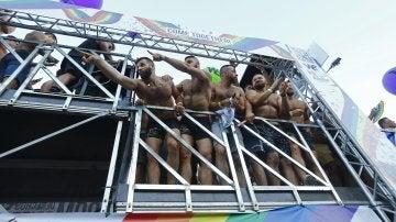 Uno de los autobuses de la manifestación del World Pride