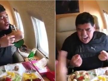 Maradona bebe chupitos en un avión