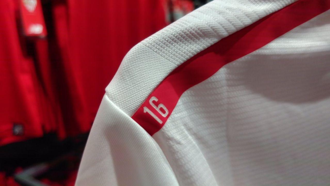 Detalle en recuerdo a Antonio Puerta en las nuevas camisetas del Sevilla