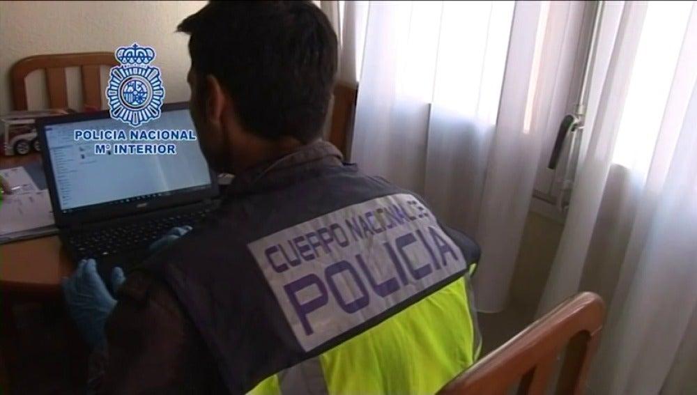 Detenidas 50 personas en 15 países por distribuir pornografía infantil a través de WhatsApp