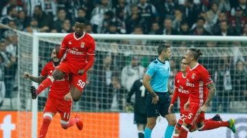 Nelson Semedo celebra un gol con el Benfica
