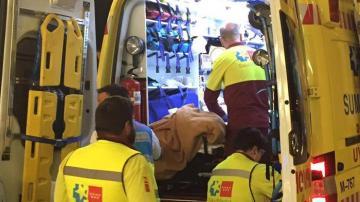 Traslado de uno de los heridos al hospital Puerta de Hierro